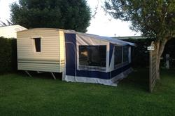 Mobile home et son auvent